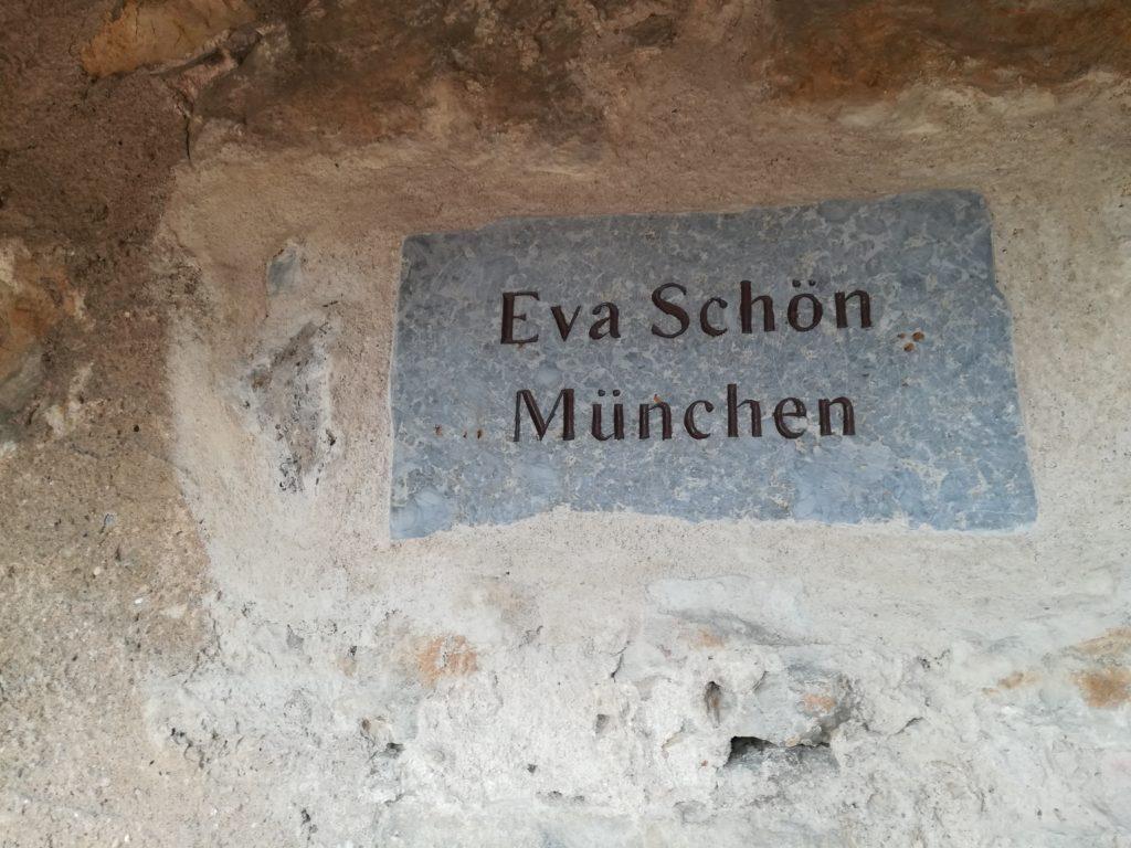 壁には寄付者の名前