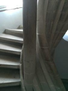 階段をのぼると