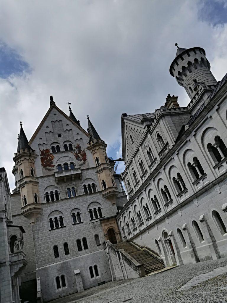 間近から見るノイシュヴァンシュタイ城